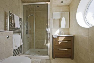 shower-leaking-2